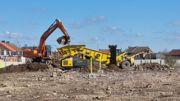 Cribleuse sur le chantier de lEHPAD de Saint-Amand-les-Eaux